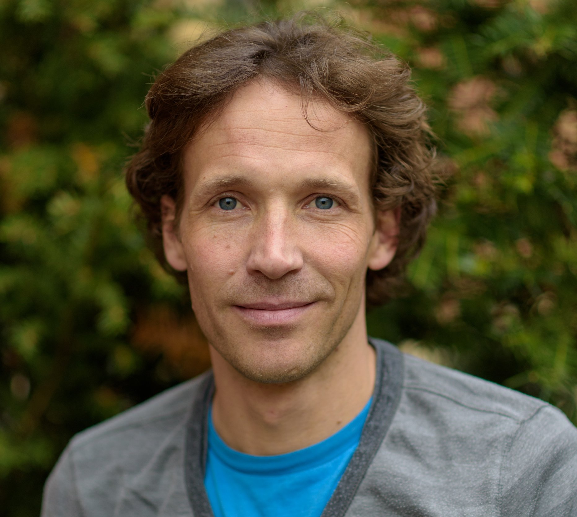Dr Charles Helsper